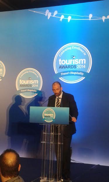 Ο  Πάνος Παλαιολόγος, Πρόεδρος & Ιδρυτής της HotelBrain παραλαμβάνει το βραβείο για το Braining Centre.