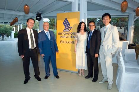 Από δεξιά, ο Manager South Italy της Singapore Airlines, κ. Eric Eng, o General Manager Italy της Singapore Airlines, κ. Jerry Seah και η Διευθύντρια Επικοινωνίας & Μάρκετινγκ του ΔΑΑ, κ. Ιωάννα Παπαδοπούλου