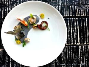 Εναλλακτική ποικιλία θαλασσινών σε πικάντικη μαγιονέζα από αβοκάντο