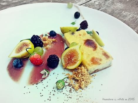 Γαλατόπιτα με σταφίδες, φρέσκα φρούτα & κρέμα βατόμουρου