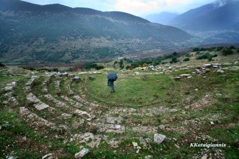 Εξαιρετικό ταξίδι, καθώς ένιωθα ότι ανακάλυπτα ένα τόπο, ήταν στον Ερύμανθο με σημαντικό «εύρημα» το αρχαίο θέατρο του Λεοντίου που λίγοι γνωρίζουν