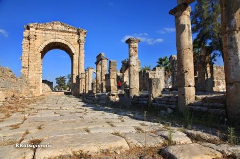 Οι κάτοικοι του Λιβάνου και συγκεκριμένα στην Τύρο, με περηφάνια έδειχναν τα μνημεία τους όπως αυτό, του ρωμαϊκού δρόμου με την Πύλη