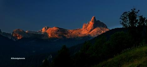 Για απαιτητικό φωτογραφικό αποτέλεσμα χρειάζεσαι και ανάλογο εξοπλισμό, όπως εδώ που το πρωινό φως μεταμορφώνει τους Δολομίτες στην βόρεια Ιταλία. Όμως χρειάστηκε να είμαι στο βουνό από τις 5:30 το πρωί.